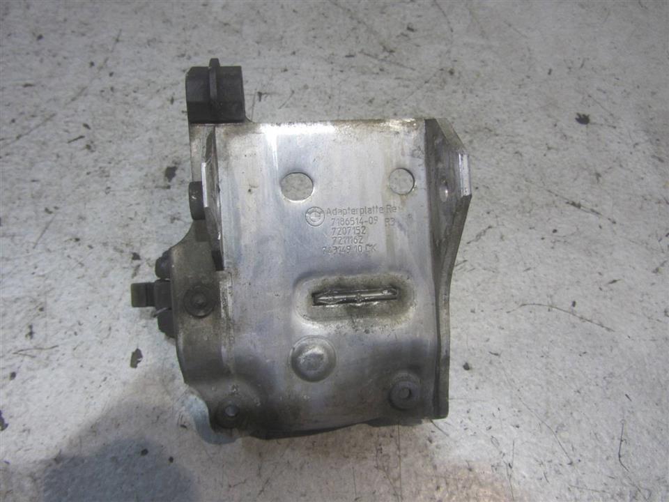 Кронштейн радиатора   7186514